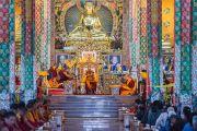 Его Святейшество Далай-лама на троне в новом зале собраний в монастыре Ташилунпо. Билакуппе, штат Карнатака, Индия. 18 декабря 2015 г. Фото: Тензин Чойджор (офис ЕСДЛ)