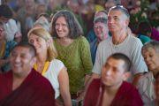 Дэлхийн өнцөг булан бүрээс ирсэн олон улсын хэдэн мянган хүмүүс Дээрхийн Гэгээнтэн Далай Ламын номын айлдварт суулаа. Энэтхэг, Карнатака, Билакуппе, Дашлхүнбо хийд. 2015.12.20. Гэрэл зургийг Тэнзин Чойжор (ДЛО)