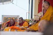 Гандан Ширээт болон Лин ринбочэ нар. Энэтхэг, Карнатака, Билакуппе, Дашлхүнбо хийд. 2015.12.28. Гэрэл зургийг Тэнзин Чойжор (ДЛО)