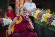 Дээрхийн Гэгээнтэн Далай Лам барууны улс орноос ирсэн хүмүүстэй уулзах үеэр. Энэтхэг, Карнатака, Билакуппе, Дашлхүнбо хийд. 2015.12.28. Гэрэл зургийг Тэнзин Чойжор (ДЛО)
