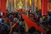 Дээрхийн Гэгээнтэн Далай Лам Азийн улс орноос ирсэн 700 гаруй сүсэгтнүүдтэй уулзаж байгаа нь. Энэтхэг, Карнатака, Билакуппе, Дашлхүнбо хийд. 2015.12.28. Гэрэл зургийг Тэнзин Чойжор (ДЛО)