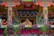 Дээрхийн Гэгээнтэн Далай Лам номын айлдвараа үргэлжлүүлж байгаа нь. Энэтхэг, Карнатака, Билакуппе, Дашлхүнбо хийд. 2015.12.28. Гэрэл зургийг Тэнзин Чойжор (ДЛО)