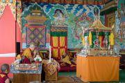 """Его Святейшество Далай-лама выполняет подготовительные ритуалы перед вторым днем посвящения """"16 капель линии кадам"""" в монастыре Ташилунпо. Билакуппе, штат Карнатака, Индия. 31 декабря 2015 г. Фото: Тензин Чойджор (офис ЕСДЛ)"""