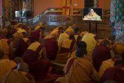 Гаадамбын 16 бурханы авшиг хүртэж буй лам нар Дээрхийн Гэгээнтнээс бодьсадвын санваар хүртэв. Энэтхэг, Карнатака, Билакуппе, Дашлхүнбо хийд. 2015.12.30. Гэрэл зургийг Тэнзин Чойжор (ДЛО)