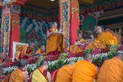 """Дээрхийн Гэгээнтэн Далай Лам """"Гаадамбын 16 дусал"""" авшиг хайрласан эхний өдөр. Энэтхэг, Карнатака, Билакуппе, Дашлхүнбо хийд. 2015.12.30. Гэрэл зургийг Тэнзин Чойжор (ДЛО)"""