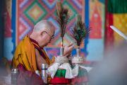 Дээрхийн Гэгээнтэн Далай Лам авшигийн зан үйлд бэлдэж байгаа нь. Энэтхэг, Карнатака, Билакуппе, Дашлхүнбо хийд. 2015.12.30. Гэрэл зургийг Тэнзин Чойжор (ДЛО)