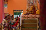 Дээрхийн Гэгээнтэнд даншүг өргөх ёслолын үеэр лам нар онцгой зан үйл үйлдэж байгаа нь. Энэтхэг, Карнатака, Билакуппе, Дашлхүнбо хийд. 2016.01.01. Гэрэл зургийг Тэнзин Чойжор (ДЛО)