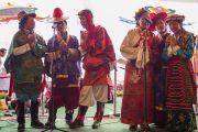 Даншүг өргөх ёслолын үеэр дуганы үүдэнд төвөдийн уламжлалт дуу дууллаа. Энэтхэг, Карнатака, Билакуппе, Дашлхүнбо хийд. 2016.01.01. Гэрэл зургийг Тэнзин Чойжор (ДЛО)