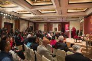 Его Святейшество Далай-лама обращается к участникам встречи, посвященной его прошедшему 80-летию. Дели, Индия. 4 января 2016 г. Фото: Тензин Чойджор (офис ЕСДЛ)
