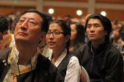 Хурлын танхимд цугласан олон Дээрхийн Гэгээнтэн Далай Ламын айлдварыг сонсож байгаа нь. АНУ, Миннесота, Миннеаполис. 2016.02.21. Гэрэл зургийг Жерреми Рассел (ДЛО)