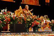 Дээрхийн Гэгээнтэн Далай Лам номын айлдвар айлдаж байгаа нь. АНУ, Миннесота, Миннеаполис. 2016.02.21. Гэрэл зургийг Жерреми Рассел (ДЛО)