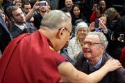 Дээрхийн Гэгээнтэн Далай Лам хурлын төгсгөлд зарим хүмүүстэй уулзлаа. Швейцарь, Женев. 2016.03.11. Гэрэл зургийг Оливер Адам