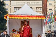 Дээрхийн Гэгээнтэн Далай Лам цугласан олонд айлдвар айлдаж байгаа нь. Швейцарь, Женев. 2016.03.11. Гэрэл зургийг Оливер Адам