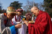 Дээрхийн Гэгээнтэн Далай Ламыг төвөд уламжлалаар угтан авч байгаа нь. Швейцарь, Женев. 2016.03.11. Гэрэл зургийг Оливер Адам