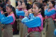 """Участники оркестра школы """"Тибетская детская деревня"""" исполняют тибетский гимн в начале торжественной церемонии по случаю 100-летия Института тибетской медицины и астрологии (Менциканг). Дхарамсала, Индия. 23 марта 2016 г. Фото: Тензин Чойджор (офис ЕСДЛ)"""