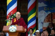 Его Святейшество Далай-лама произносит речь на церемонии по случаю 100-летия Института тибетской медицины и астрологии (Менциканг). Дхарамсала, Индия. 23 марта 2016 г. Фото: Тензин Чойджор (офис ЕСДЛ)