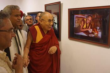 В Дели открылась выставка фотографий «Спасибо, Далай-лама!»