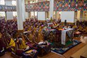Его Святейшество Далай-лама принимает участие в десятом дне молитвенного собрания по случаю священного месяца Сага Дава в главном тибетском храме. Дхарамсала, Индия. 16 мая 2016 г. Фото: Тензин Чойджор (офис ЕСДЛ)