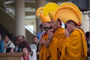 Монахи монастыря Намгьял возносят молитвы по случаю приведения к присяге сикьонга Лобсанга Сенге. Дхарамсала, Индия. 27 мая 2016 г. Фото: Тензин Чойджор (офис ЕСДЛ)