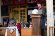 Вступивший в должность на второй срок сикьонг Лобсанг Сенге обращается к присутствующим с речью после принятия присяги. Дхарамсала, Индия. 27 мая 2016 г. Фото: Тензин Чойджор (офис ЕСДЛ)