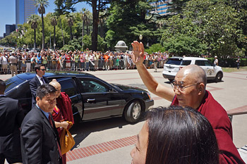 Далай-лама выступил с обращением на совместном заседании обеих палат парламента Калифорнии