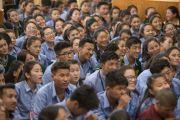 В зале во время первого дня трехдневных учений, на которые собралось свыше 3000 тибетских студентов и школьников. Дхарамсала, Индия. 1 июня 2016 г. Фото: Тензин Чойджор (офис ЕСДЛ)