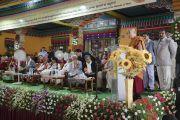 Его Святейшество Далай-лама обращается к собравшимся в храме Дрепунг Лачи во время торжеств, организованных в честь его 81-летия. Мундгод, штат Карнатака, Индия. 6 июля 2016 г. Фото: Тензин Чойджор (офис ЕСДЛ)