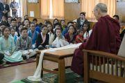 Дээрхийн Гэгээнтэн Далай Лам Дарамсала хотод явагдаж буй зуны сургалтанд хамрагдахаар Хойд Америк болон Европын орнуудаас ирсэн төвөд хүүхдүүдэд сургаал айлдав. Энэтхэг, ХП, Дарамсала. 2016.07.20. Гэрэл зургийг Тэнзин Чойжор (ДЛО)