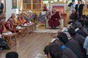 Дараа нь Дээрхийн Гэгээнтэн Далай Лам товч айлдвар айлдлаа. Энэтхэг, ЖК, Ладак, Лех. 2016.07.25. Гэрэл зургийг Тэнзин Чойжор (ДЛО)