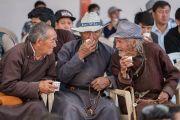 Местные жители пьют чай во время церемонии освящения нового молитвенного зала монастыря Нгагьюр Дактог. Ладак, штат Джамму и Кашмир, Индия. 5 августа 2016 г. Фото: Тензин Чойджор (офис ЕСДЛ)