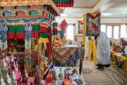 Монахи совершают ритуальные подношения во время молебна о долгой жизни Его Святейшества Далай-ламы в его резиденции Шивацель Пходранг в Чогламсаре. Ладак, штат Джамму и Кашмир, Индия. 13 августа 2016 г. Фото: Тензин Чойджор (офис ЕСДЛ)