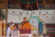 Его Святейшество Далай-лама во время первого дня учений по поэме Шантидевы «Бодхичарья-аватара». Ле, Ладак, штат Джамму и Кашмир, Индия. 18 августа 2016 г. Фото: Тензин Чойджор (офис ЕСДЛ)