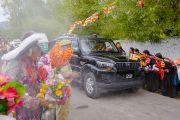 Его Святейшество Далай-лама прибывает на площадку для проведения учений Шивацель в начале первого дня четырехдневных учений по поэме Шантидевы «Бодхичарья-аватара». Ле, Ладак, штат Джамму и Кашмир, Индия. 18 августа 2016 г. Фото: Тензин Чойджор (офис ЕСДЛ)