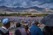 Вид на площадку Шивацель во время первого дня учений Его Святейшества Далай-ламы по поэме Шантидевы «Бодхичарья-аватара». Ле, Ладак, штат Джамму и Кашмир, Индия. 18 августа 2016 г. Фото: Тензин Чойджор (офис ЕСДЛ)
