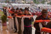 Местные жители совершают ритуальные подношения во время молебна о долгой жизни Его Святейшества Далай-ламы. Ле, Ладак, штат Джамму и Кашмир, Индия. 20 августа 2016 г. Фото: Тензин Чойджор (офис ЕСДЛ)