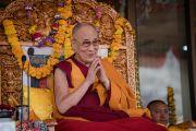Его Святейшество Далай-лама во время подготовительных молитв перед началом учений по поэме Шантидевы «Бодхичарья-аватара». Ле, Ладак, штат Джамму и Кашмир, Индия. 20 августа 2016 г. Фото: Тензин Чойджор (офис ЕСДЛ)