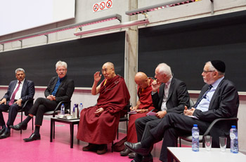 Далай-лама принял участие в межконфессиональной встрече в Лувенском католическом университете