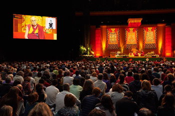 В Страсбурге Далай-лама даровал посвящение Авалокитешвары и прочел публичную лекцию