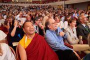Участники конференции «Власть и забота», организованной под эгидой института «Ум и жизнь», смеются во время одной из презентаций. Брюссель, Бельгия. 9 сентября 2016 г. Фото: Оливье Адам