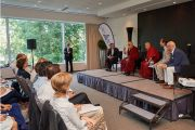 Его Святейшество Далай-лама беседует с членами организации «Молодые президенты». Брюссель, Бельгия. 12 сентября 2016 г. Фото: Оливье Адам