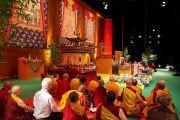 Вид на сцену спортивно-концертного комплекса «Зенит» во время дарования Его Святейшеством Далай-ламой посвящения Авалокитешвары. Страсбург, Франция. 18 сентября 2016 г. Фото: Оливье Адам