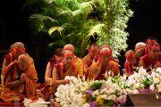 Старшие монахи на сцене спортивно-концертного комплекса «Зенит» во время дарования Его Святейшеством Далай-ламой посвящения Авалокитешвары. Страсбург, Франция. 18 сентября 2016 г. Фото: Оливье Адам