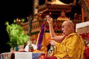 Его Святейшество Далай-лама дарует посвящение Авалокитешвары в спортивно-концертном комплексе «Зенит». Страсбург, Франция. 18 сентября 2016 г. Фото: Оливье Адам