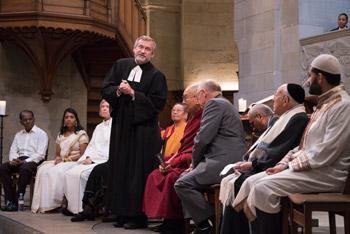 Далай-лама принял участие в межконфессиональном молебне в Цюрихе