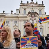 Дээрхийн Гэгээнтэн Далай Ламыг Прагад халуун дотноор угтан авлаа