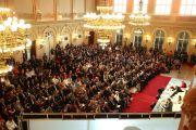 Вид на конференц-зал Zorfin Palace Hall, в котором прошло заключительное экспертное обсуждение по теме «Современный мир и вызовы, которые он нам бросает» в рамках «Форума 2000» с участием Его Святейшества Далай-ламы. Прага, Чехия. 18 октября 2016 г. Фото: Ондрей Бесперат