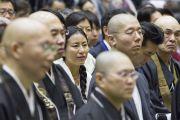 Некоторые из слушателей во время учений Его Святейшества Далай-ламы в старшей школе «Сейфу». Осака, Япония. 11 ноября 2016 г. Фото: Джигме Чопхел