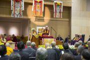 Его Святейшество Далай-лама дарует учения в старшей школе «Сейфу». Осака, Япония. 11 ноября 2016 г. Фото: Джигме Чопхел