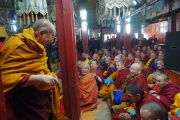 Дээрхийн Гэгээнтэн Далай Лам Гандантэгчэнлин хийдийн гол дуганд морилов. Монгол улс, Улаанбаатар хот. 2016.11.19. Гэрэл зургийг Тэнзин Такла (ДЛО)