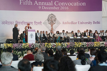 Далай-лама принял участие в церемонии вручения дипломов в университете им. Амбедкара, а также в праздновании годовщины основания Тибетского дома Нью-Дели и института Мен-ци-кханг